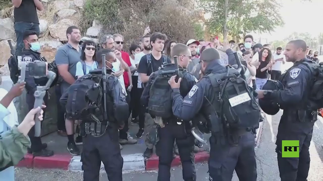 القوات الإسرائيلية تفرق المتظاهرين الفلسطينيين في الشيخ جراح  - 01:53-2021 / 8 / 1