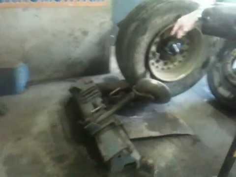 Балансировочный станок/стенд колес для шиномонтажа CEMB C72 .