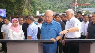 Najib officiates launch of 'historic' Tekek Makmur PPR project