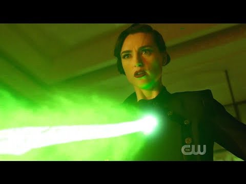 Supergirl 5x13 Lena kills Supergirl (Alternate Timeline)
