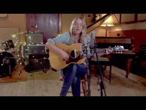 Lissie - Sun Keeps Risin' (Acoustic Session)