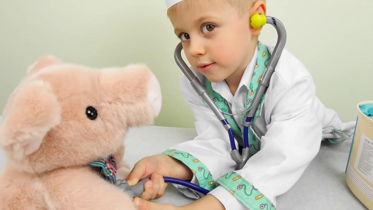 Доктор Даник и костюм доктора для детей - Детское видео на канале Курносики Junior