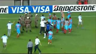 Players fight with armed police   Arsenal v Atletico Mineiro