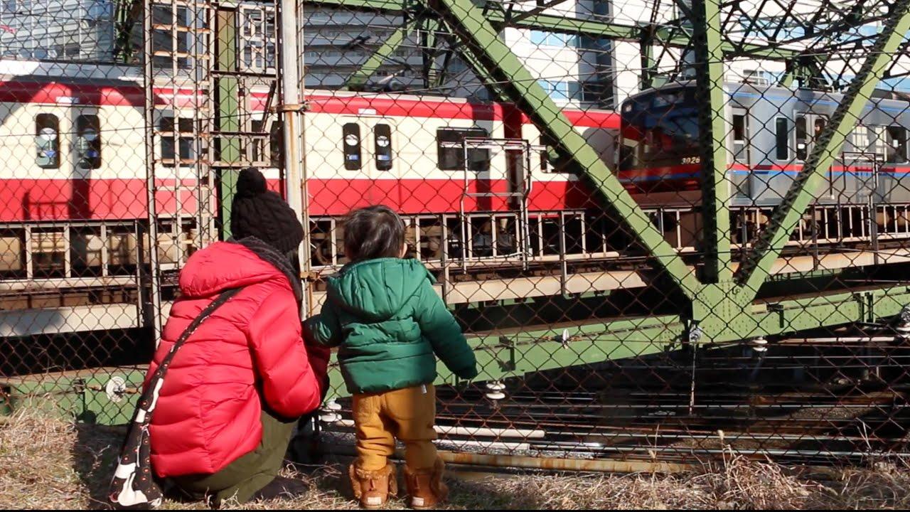 列車がたくさん通る品川の八ツ山...