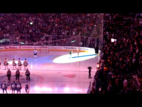 Toronto Maple Leafs fans finish singing US anthem after technical difficulties