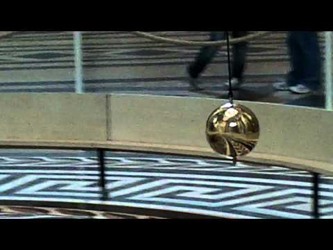 Маятник Фуко в Пантеоне Парижа Foucaults pendulum in the Pantheon in Paris