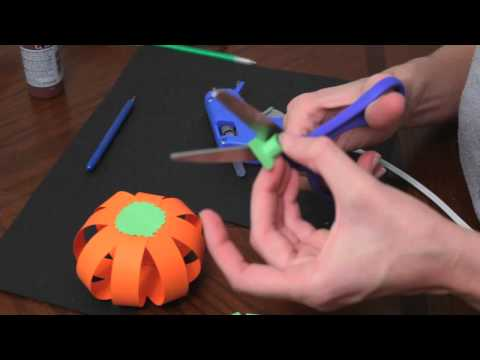 How to make paper pumpkins for Fall / Autumn and Halloween