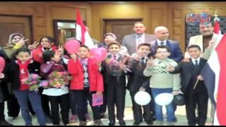 طلاب المدارس يهنئون مدير أمن المنوفية بعيد الشرطة