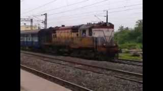 CHENNAI EXPRESS COMING ON PLATFORM