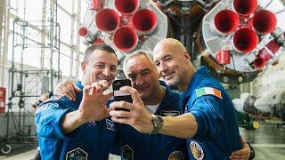 Uzay Günlükleri: Astronotlar ilk uzay uçuşları öncesinde neden otobüsün arka tekerleğine işiyor?…