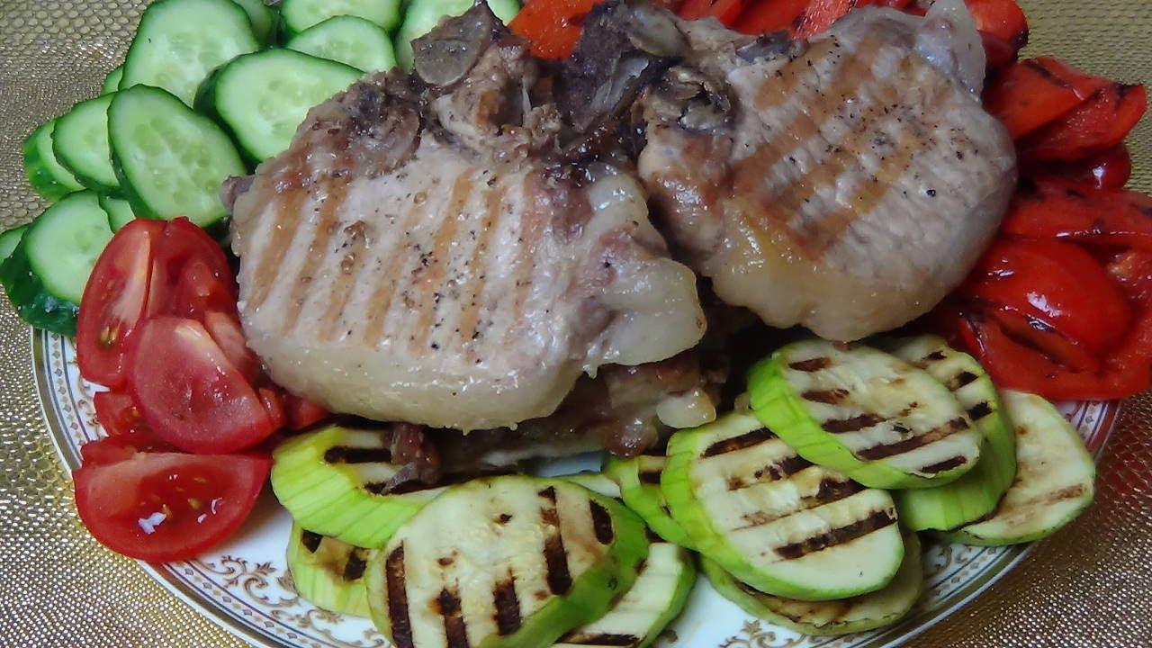 Стейк и овощи-гриль.