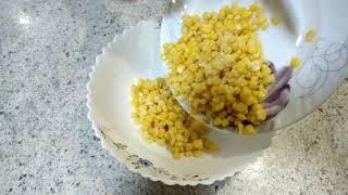 салат - закуска с сухариками и кукурузой
