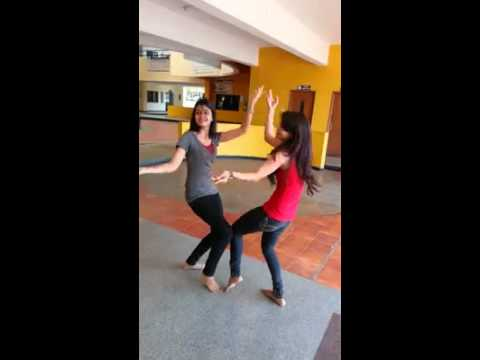Amezing dance  by two girls in Gujarati song