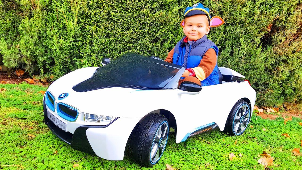 Розпакування та збирання BMW i8 / Діма і Машинки