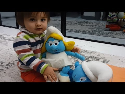 Sirac Masalcı şirine Ve şirin Ile Oynuyor/Sirac Is Playing With Storyteller Smurfette And Cute
