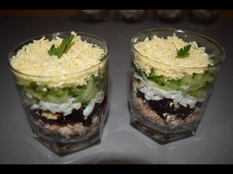 Необычный салат с курицей, черносливом и грецким орехом.
