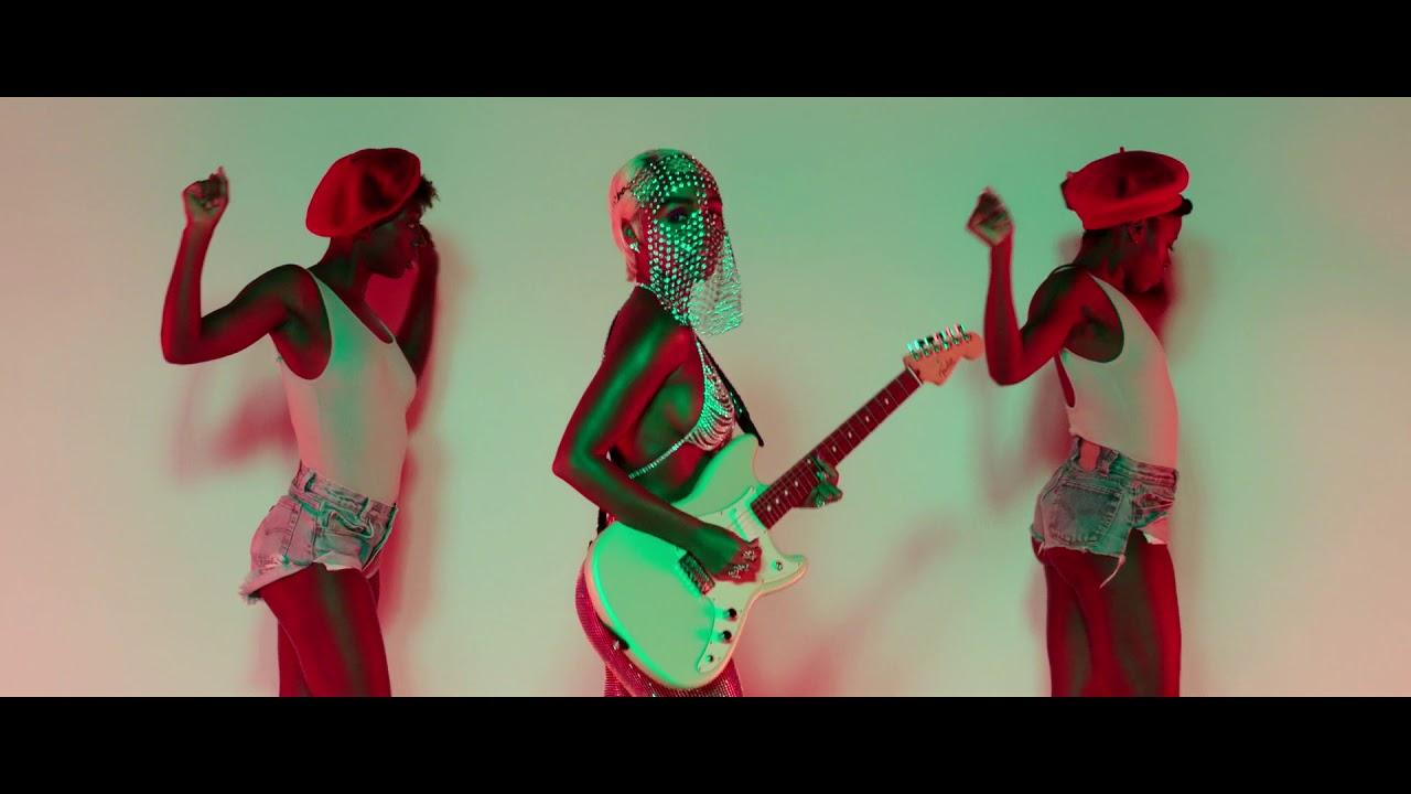 janelle-monae-make-me-feel-edx-dubai-skyline-remix-official-video-edx