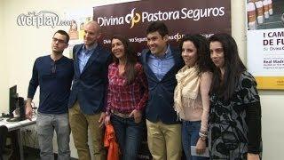 Valencia CF: Dos aficionadas viven la Mascletà con Vinícius y Senderos