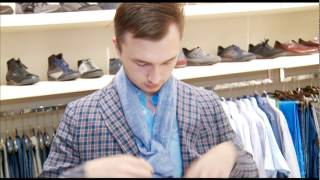видео Как завязать мужчине шейный платок