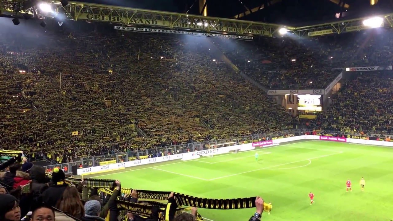 Das Stadion Zollt Einem Verstorbenen Fan Tribut Bvb Fans Pay Tribute To A Deceased Fan