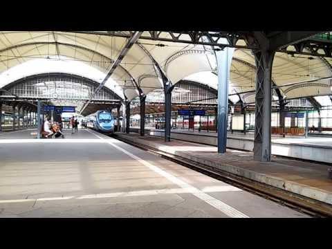 ED250-004 odjeżdża jako pociąg EIP 6105 relacji Wrocław Gł. - W-wa Wsch.