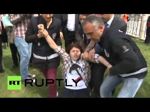 Turkey: Police manhandle kids during Children's day celebrations