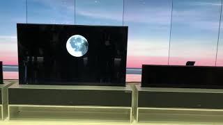 Al CES 2019 LG ha presentato il primo televisore che si arrotola e si richiude nel suo mobiletto bas