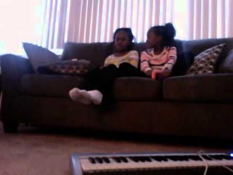 Sommer and Sanaa singing christmas carols