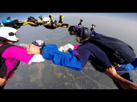 Rob Cowan 4000th skydive, 10 way hybrid at Summerfest