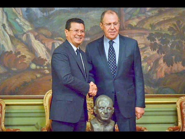 Глава МИД Сальвадора вручил МИД России подарок - бюст О.Ромеро, национального героя Сальвадора