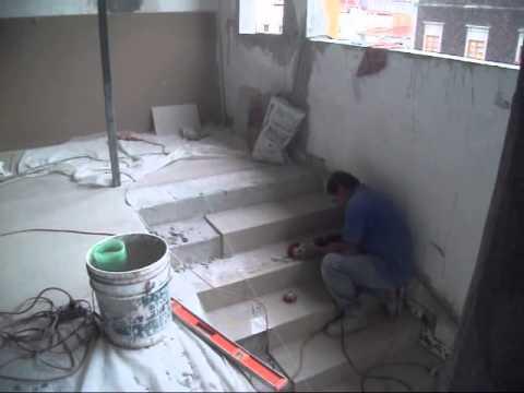 Piso de porcelanato en escalones remodelaci n 4to piso - Como pegar losetas de piso ...