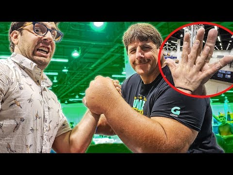 BIGGEST HANDS IN THE WORLD ARM WRESTLE MATCH