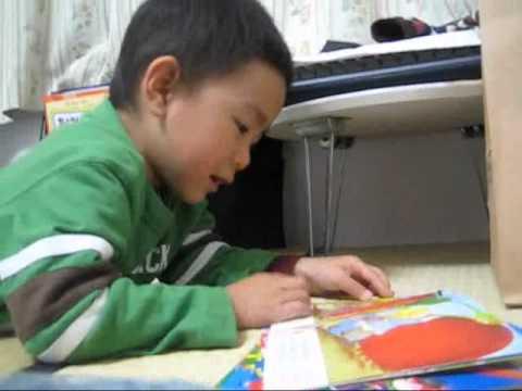 Tomek đọc truyện Nhổ củ cải