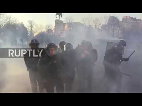 France: Teargas flies as Yellow Vests protests hit Paris for 15th straight week