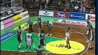Forlì 27.04.2001 scavolini pesaro vs paf bologna 88-87 (semifinale coppa italia).la vuelle guidata da stefano pillastrini conquista la finale di italia...