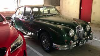 Jaguar Mk II 3.8 - Classic British Car of the 1960s for businessman and ganster