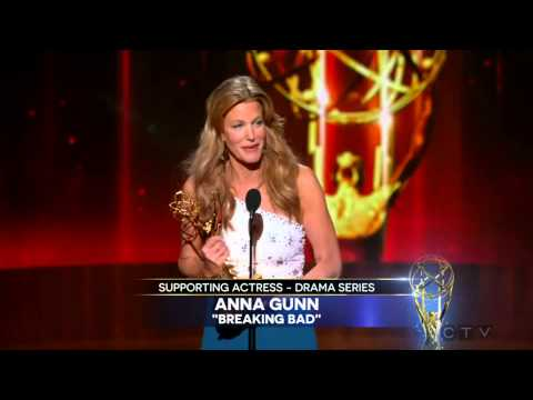 "Anna Gunn wins an Emmy for ""Breaking Bad"" 2014"