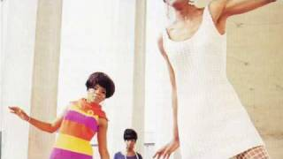 Martha Reeves & The Vandellas - (Love Is Like A) Heat Wave [Single Version]