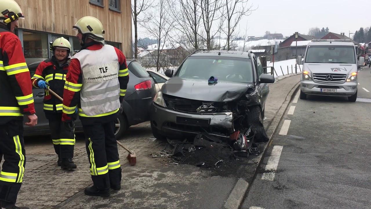 Unfall Alberschwende: Schwerer Verkehrsunfall auf der L200 - YouTube