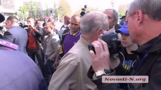 Видео Новости-N: Коммунисту на 1 мая не дали развернуть красный флаг