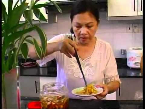 Minh Tuyết Hà  Phương ăn tết vn