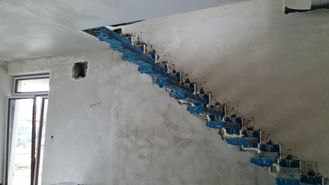 schody p243�kowe mocowane do sciany balustrada szklana