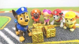 Детское видео! Видео с игрушками из мультика Щенячий патруль. Чейз приготовил подарки!