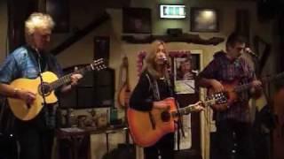 Josie Kuhn - La Luna Loca (Live)