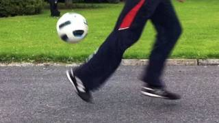 Thierry Henry Heel Flick / One Leg Rainbow (tutorial) :: Freestyle Football / Soccer