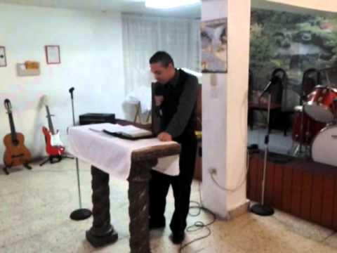 Evangelista Alexis Sanchez Predicando bajo la Uncion de Espiritu Santo