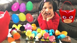 Sefu Open Easter eggs 2018 and gets surprised to find toys. Cute little girl plays a family fun game