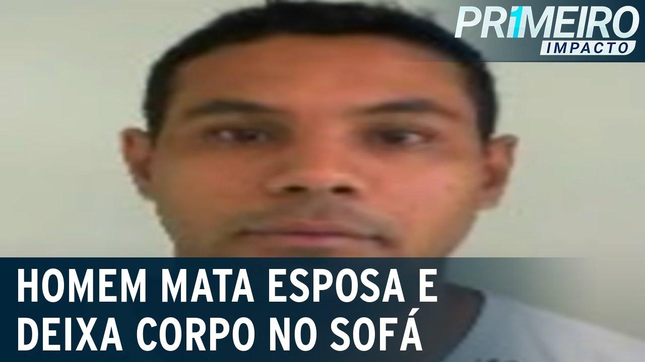 Download Homem mata esposa e deixa corpo no sofá da casa em Curitiba (PR)   Primeiro Impacto (17/09/21)