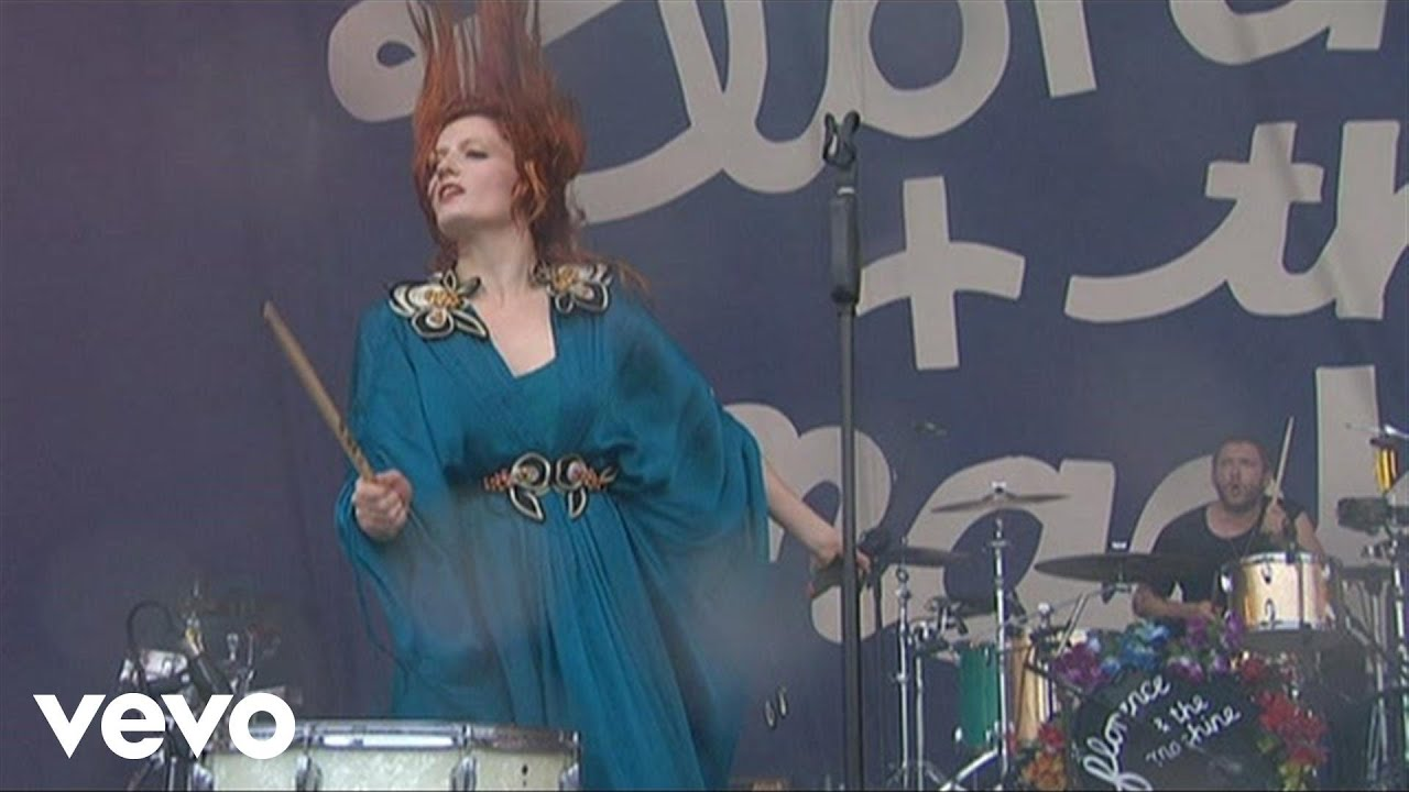 florence-the-machine-improv-kiss-with-a-fist-live-at-oxegen-festival-2010-florencemachinevevo