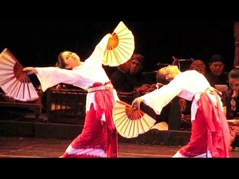 tari-kumolo-bumi---adaninggar-kelaswara---tari-klasik-jawa---javanese-classical-dance-[hd]